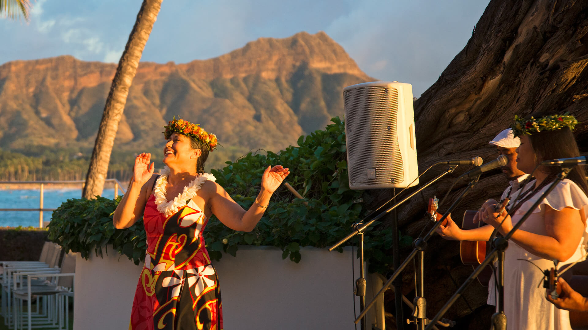 Live entertainment features Hawaiian music and hula